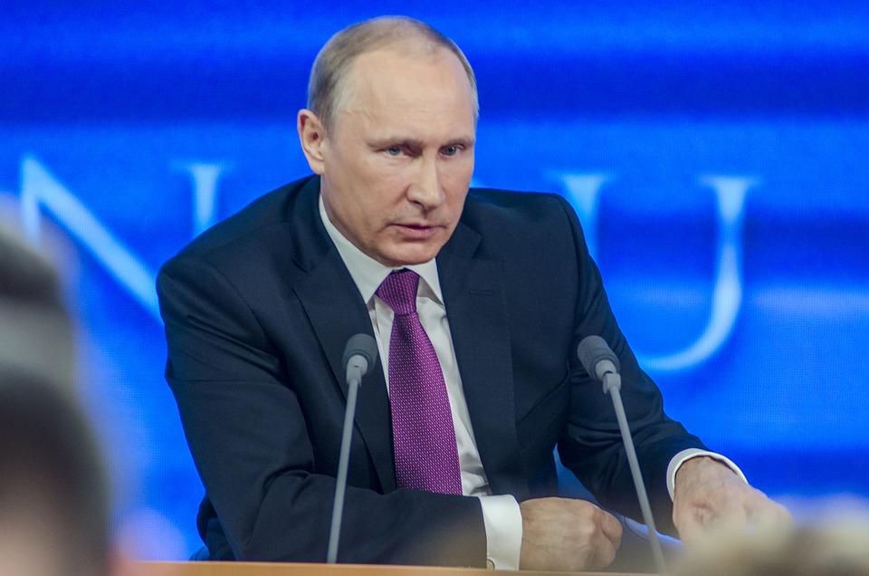 Rusko – občania v referende schválili zmeny v ústave.